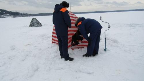 Рыбалка пуще неволи. Миасские инспекторы проверили крепость льда