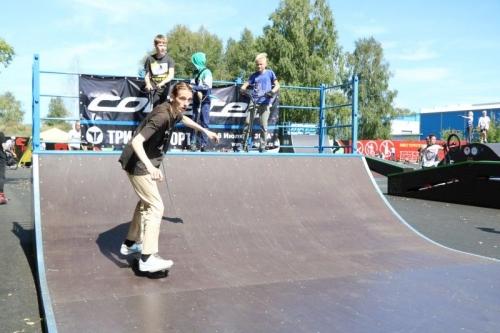 Подростки остались довольны. В Миассе торжественно открыли скейт-парк