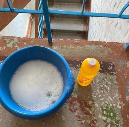 Ударим чистотой по COVID-19. В Миассе жильцы сами дезинфицируют общее имущество дома